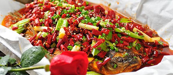 在此之上,中国红鱼馆还升华了传统川菜,渝菜,江湖菜的品位与格调,让