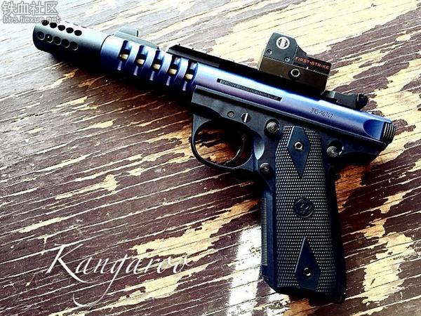 枪械库:犯法女士的.22情趣用品Ruger22/45Tac情趣用品适合吗快递图片