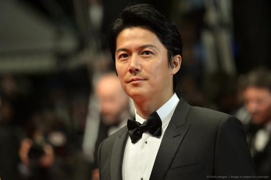 吴宇森多次前往日本与福山谈剧本,最终成功邀请到对方做主角。