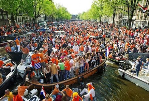 定制旅游,享受荷兰女王节狂欢氛围图片