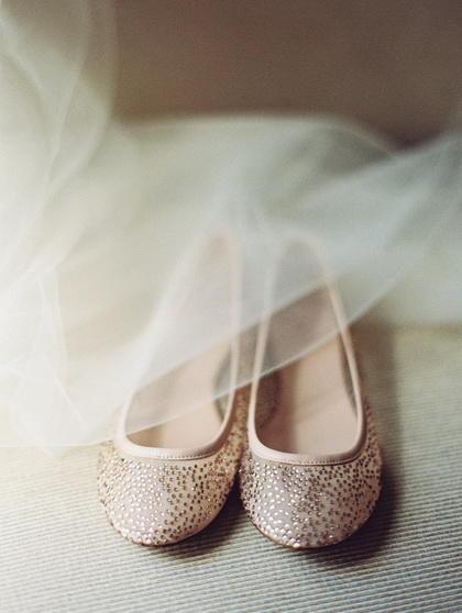 浪漫婚礼上的12双梦幻新娘鞋履