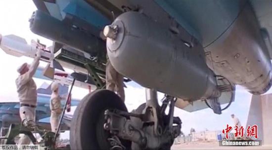 资料图:当地时间2015年11月30日,俄罗斯国防部发布视频显示,俄罗斯苏-34战斗机首次携带空对空导弹前往叙利亚执行军事任务。