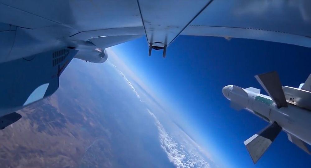 俄防长称俄军至今共完成逾9000架次空袭任务,消灭2000多名恐怖分子。