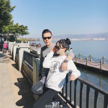 老爸老妈看我的搜狐_成都姑娘47岁老爸颜值逆天 父女站一块似情侣-搜狐