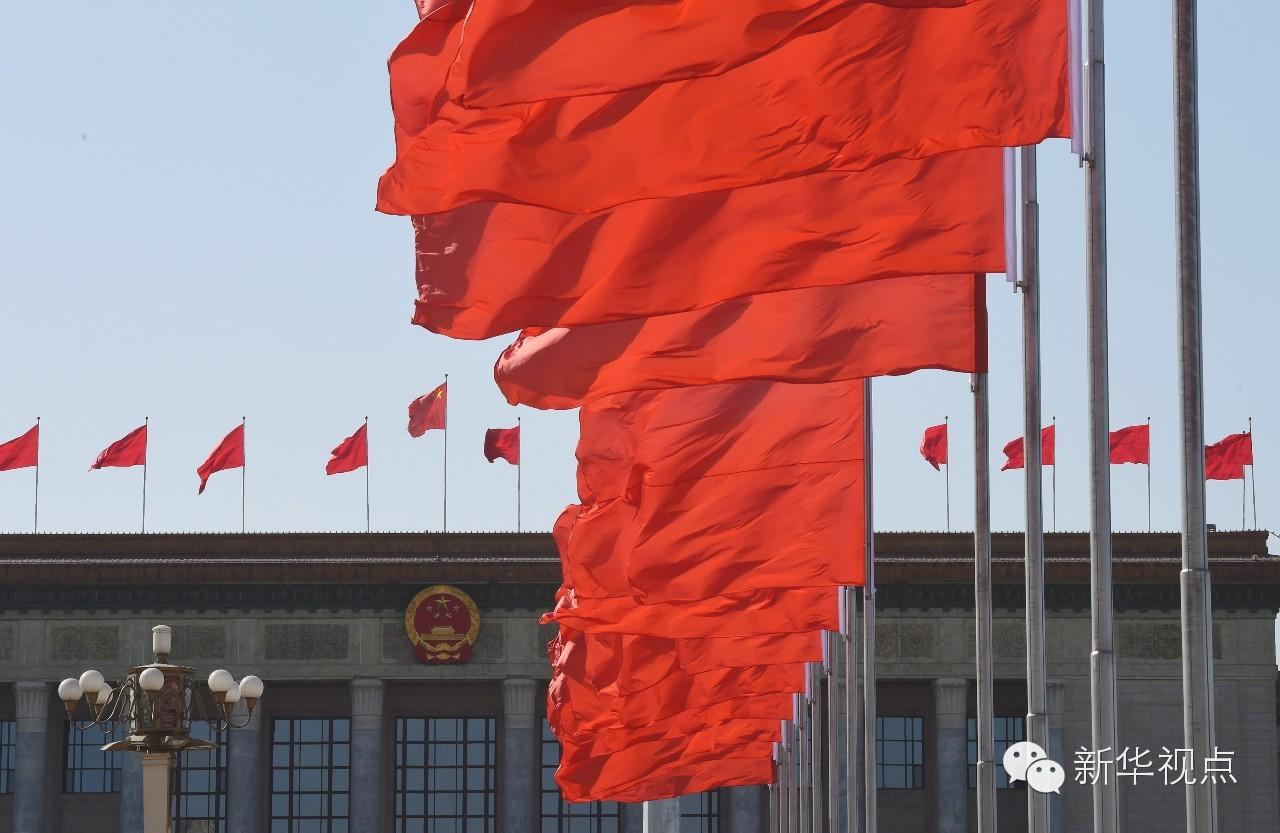 天安门广场红旗飘飘。(2016年3月10日摄)新华社记者张领摄