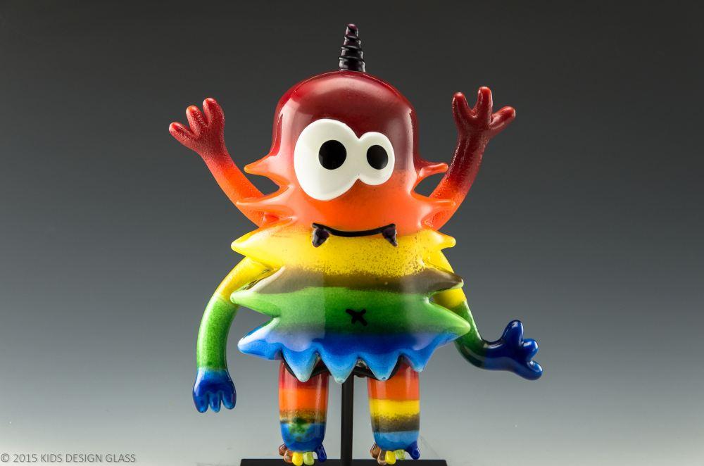 大师与幼童的玻璃作品傻傻分不清楚,只因创意源于童心?