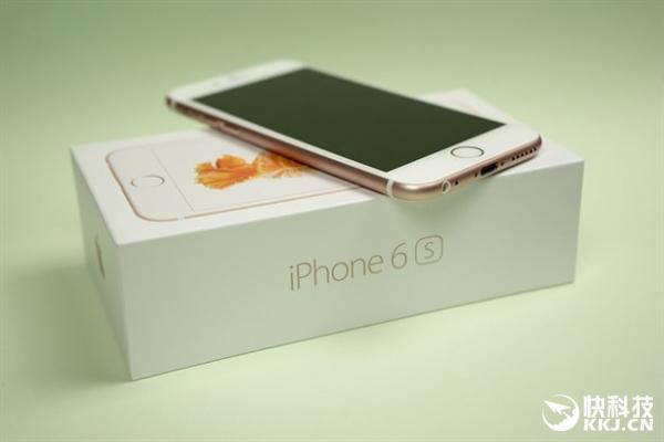 事实上,原装iPhone配件同样价格不菲,电源适配器(149元)、Lighting线(149元)、EarPods耳机(229元),合计就达到526元。
