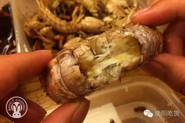 榴莲酥配小龙虾,这是个什么吃法