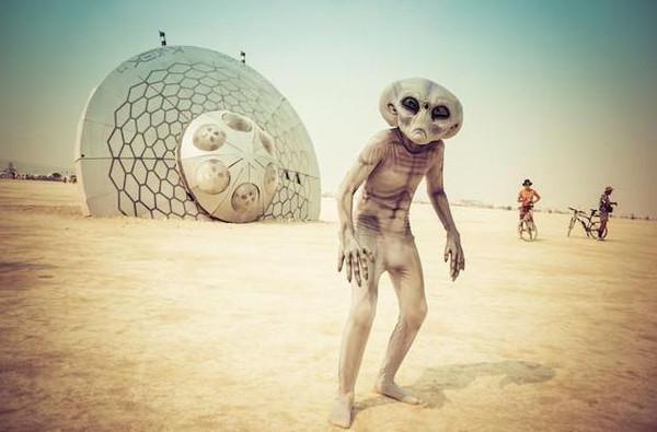 沙漠中发现巨大城市废墟,出土让人惊心震惊全世界