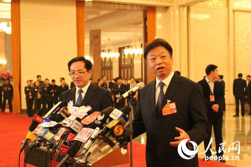 """人民网北京3月16日电(记者常国水、毛雷)3月16日上午,国家海洋局局长王宏在""""部长通道""""就海洋经济等问题接受媒体采访。王宏用5句话概括了海洋经济发展情况。"""