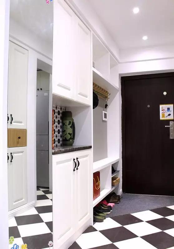 如果走廊寬度比較小的話,可以考慮把鞋柜入墻圖片
