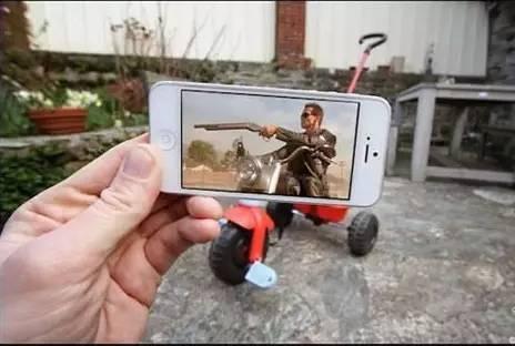 【乱入】电影与现实只差一部手机:当电影电影乱入《午夜福利社场景》4图片