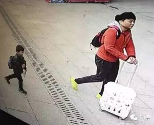 被遗弃小孩的父亲找到了,目前已被刑事拘留图片