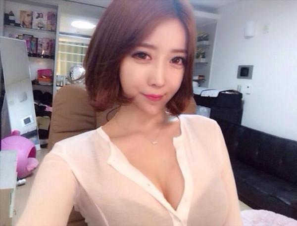 韩国网络女主播米娜Choi Somi)微博展示完美身材