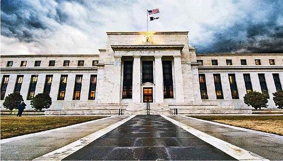 美联储在本次会议上维持联邦基金利率0.25%~0.5%不变。美联储并未就下次何时加息给出承诺,在声明中称加息取决于实际和预期经济状况,并重申加息过程将是缓慢的。