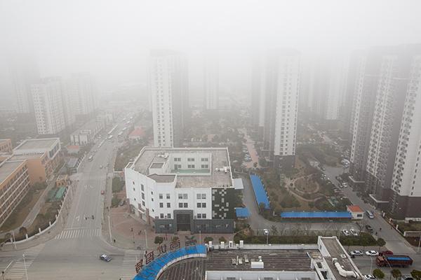 2016年3月17日,申城大雾洋溢,修筑在大雾中若有若无。 磅礴期货配资 记者 朱伟辉 图