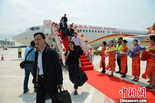 17日12时40分,从北京飞来的海南航空HU7777航班顺利降落在博鳌机场,标志着博鳌机场试运行成功。