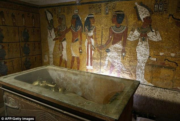 文配图:古埃及法老王图坦卡蒙的墓室.-埃及法老王墓中藏密室 疑图片