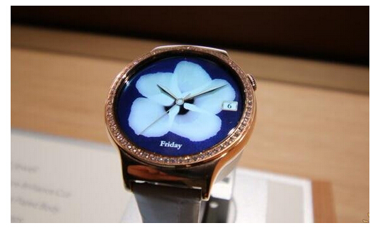 CES展上的HUAWEIWATCH女表