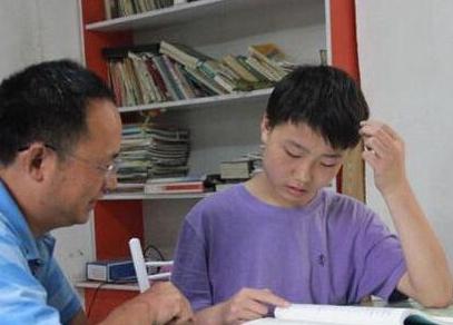陕西咸阳13岁少年王鑫瑞在家中自学考上一本