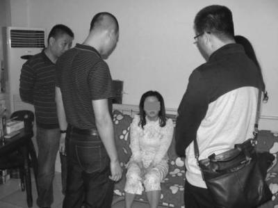 警方抓捕庞某卫现场。