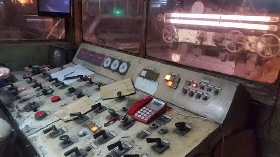 万志宏曾经工作使用的操作台