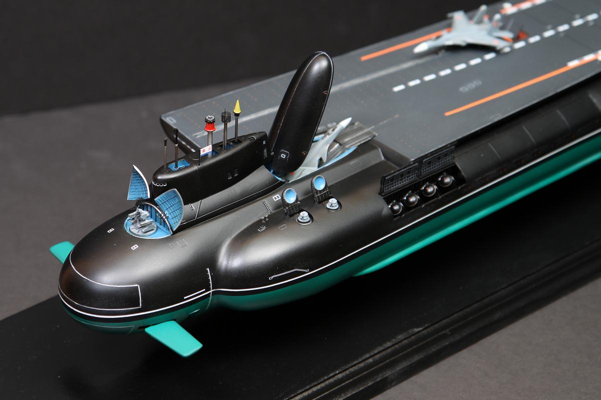 国外网站制作的潜艇航母假想模型。
