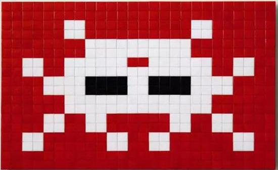 (Invader《KAT_11》,马赛克镶嵌于有机玻璃板,2008-2011年间作,36×52公分)