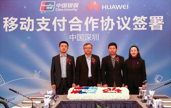 本次合作,银联云闪付携手华为终端和多家银行推出Huawei Pay移动支付服务。同时围绕移动支付领域未来多样性服务及发展趋势,双方就可穿戴设备、指纹认证-等领域合作做了交流和探讨。整个签约仪式,汇集了智能手机、金融行业两大领军企业高管,共同引领中国移动支付市场,合力为用户提供多场景、更快捷、安全的移动支付体验。