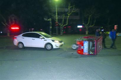 快递男醉驾电动三轮撞轿车 自认非机动车没事