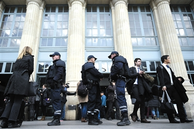 法国巴黎,警方加强安保工作。图/CFP