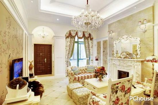家装客厅吊灯效果图2   整个家居沿用了美式乡村风格,自然而和谐