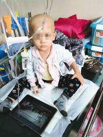 在病院承受医治的幼童。