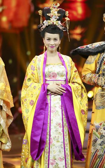 节目再塑经典,张庭还原电视剧《武媚娘传奇》中韦贵妃形象,与众明星互图片