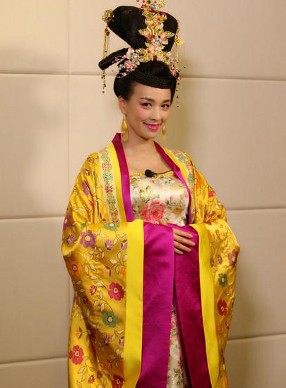 节目再塑经典,张庭还原电视剧《武媚娘传奇》中韦贵妃形象,与众明星图片