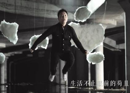 许巍因新歌《生活不止眼前的苟且》鸡汤味太浓位列愚人榜榜首
