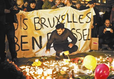 二,欧洲反恐措施不力,漏洞很多。最明显的就是协调性差。用《纽约时报》的话说,恐怖分子的跨国合作和沟通,水准大大超过欧洲各国政府的反恐机构。欧洲不仅各国之间在情报分享方面很不理想,而且各国国内的情报、警察和内政部门沟通也成问题。比利时国内就存在这个问题。