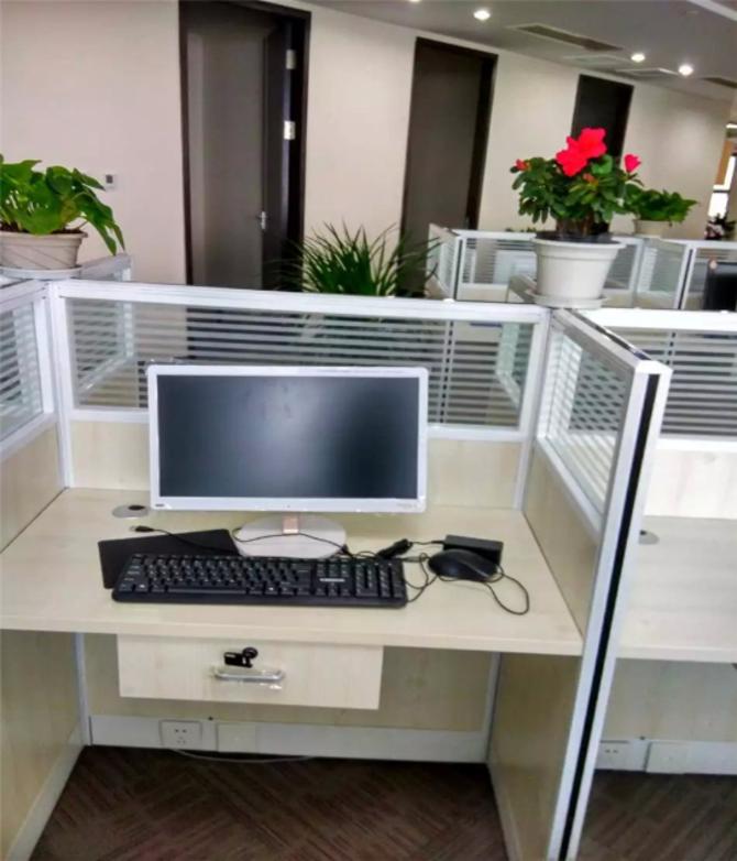 办公室最佳首选一体机,白领最爱的一体机,海兰M9一体机近期全面进驻江西南昌。1600台海兰M9一体机的倾情加盟,相信会为南昌地区的办公白领一族们的办公生活,营造最多的惊喜与乐趣。