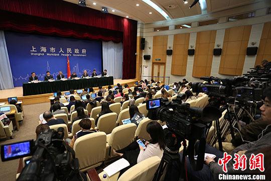 """图为新闻发布会现场。</p><p>&nbsp &nbsp  来自江山市廿八都的黄梅英,在上海、杭州等地,当过理发师、卖过电子产品。</p><p>&nbsp &nbsp 学校场地开阔,环境幽雅,开通了校园网,功能教室齐全。</p><p>&nbsp &nbsp  两天来,从郑东新区会展中心到建设中的龙湖金融中心,从郑州经开区的东风日产车间到航空港区的郑州新郑综合保税区、富士康科技园,到新郑华南城商贸物流中心、新郑市薛店常刘社区,谢伏瞻详细了解郑州的城市建设、项目进度、企业发展和新型社区等情况。</p><p>&nbsp &nbsp 《规划意见》对""""十三五""""的中国汽车工业提出了八方面的发展目标,其中之一就是""""积极发展智能网联汽车""""。</p><p>&nbsp &nbsp   4、本活动仅限小牛顿新生。</p><p>&nbsp &nbsp  张昌尔强调,选择农村饮水安全作为省政协首次月度协商座谈会的议题,是省政协围绕中心,聚焦五大理念、五大任务的一次探索,是把月度协商会作为工作""""牛鼻子""""来抓的一次探索。</p><p>&nbsp &nbsp  预计""""十三五"""",湖北农网改造年均投资超过100亿元。</p><p>&nbsp &nbsp 尤其是预约功能的推出,使用户与商户的交互有了更加直接明确的出口。</p><p>&nbsp &nbsp 。</p><p>&nbsp &nbsp 三座峰海拔均超过1千米,对于一名登山爱好者来说,不去该有多遗憾?  <img src="""