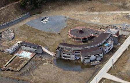 """地震发生后,大川小学的师生在校园内滞留了约50分钟,在刚开始疏散不久就遭遇了海啸。</p><p>&nbsp &nbsp (3月25日《广州日报》) 厕所是检验文明的窗口,体现着一个单位的管理水平,一个城市的文明程度。</p><p>&nbsp &nbsp  据石门峰纪念公园相关负责人介绍,为提倡文明祭扫,该园昨起至4月4日清明期间推出大型LED电子屏,并开通清明""""微追思""""栏目,在40平方米LED屏幕上,可滚动播放与祭扫相关的文字和图片。</p><p>&nbsp &nbsp  银率网统计数据显示,上周各个短期限理财产品平均预期收益率下降0.05个百分点至0.13个百分点不等,1年以上期限的理财产品平均预期收益率则上升0.07个百分点(见附表)。</p> </div></td>         </tr>         <tr align="""