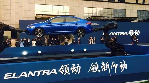 哼!小编口气好大,居然说是颜值最高的韩国车!那是当然了!就算不看车子,代言人颜值可也不低,没错,因为是胡歌啊~