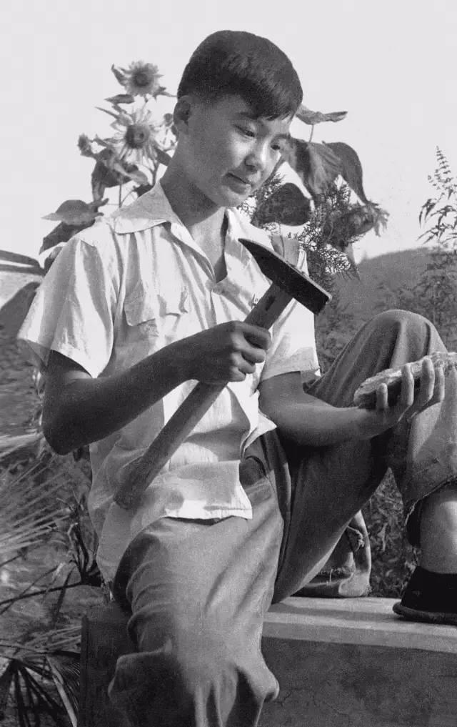 1960年,在北京地质学院周口店工作站实习时留影。