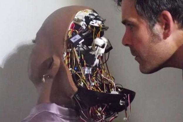 在许多的科幻电影中,机器人都扮演了一个相当重要的角色,而现实生活里,有关机器人的开发也不断在进行著。机器人设计师 大卫汉森(David Hanson)就在最近推出了一个跟人类极为相似的机器人,她不但会做出许多人类的表情,还拥有自己的愿望。