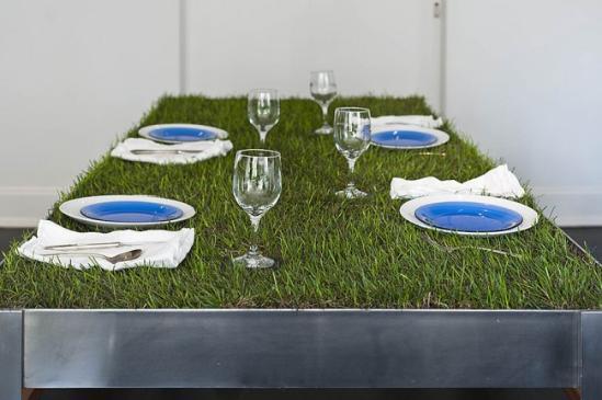 桌子通常是餐厅、办公室里的核心,有时它的颜色、材料和设计甚至会引领整个房间的风格,优秀的设计往往使得桌子的作用不仅仅止于功用,更能成为家居内饰中最亮眼的点晴之笔。</p><p>&nbsp &nbsp