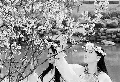 """本报讯 (记者 成燕 实习生 王君 文 李焱 图)灿烂春天里,郑州有名的""""后花园""""――绿博园里已是花开成海,姹紫嫣红。</p><p>&nbsp &nbsp 但为期99年的达尔文港租约,意味着中国首次从美国的亲密盟友手中买到了一座驻扎着美军的港口。</p><p>&nbsp &nbsp 其实有关睡眠的问题,早就有机构进行了专项研究。</p><p>&nbsp &nbsp 不过,大涨之后却出现了连续的回落,而3月份的均价还是站在了每吨50美元的上方。</p><p>&nbsp &nbsp 但中小企业同样面临几个挑战:进入全球市场的挑战、机制平台、基础设施。</p><p>&nbsp &nbsp   【地点】商务印书馆(北京市东城区王府井大街36号)  <img src="""