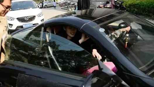 3 美国50多辆车连环相撞 突起强风致车祸