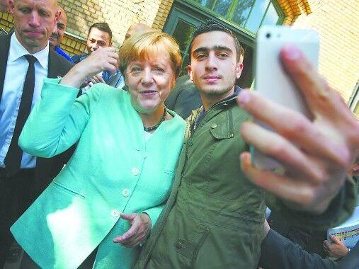 【环球网报道 记者 初晓慧】据俄罗斯卫星网3月27日援引德国MMnews门户网站消息,与德国总理默克尔一起出现在照片上的叙利亚人并非最近在比利时首都发生的爆炸案中的恐怖分子。