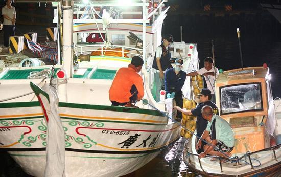 图为台湾渔船。