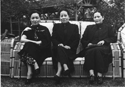 将展出三姐妹携手抗战照片,国民政府发给宋庆龄的勋章等.
