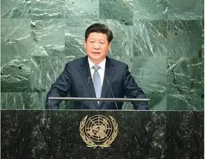图为:2015年9月28日,国家主席习近平在纽约联合国总部出席第70届联合国大会一般性辩论并发表题为《携手构建合作共赢新伙伴 同心打造人类命运共同体》的重要讲话。